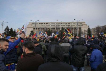 Probleme pentru Guvern: situatia tot mai grea scoate oamenii in strada. Proteste in Piata Victoriei