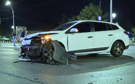 Dezastru pe bulev<span style='background:#EDF514'>ARDEL</span>e din Bucuresti. Doua accidente rutiere s-au soldat cu trei raniti