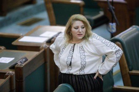 <span style='background:#EDF514'>YOUTUBE</span> a blocat pentru 7 zile contul Senatului din cauza mesajelor anti-vaccin ale senatoarei Diana Șosoaca