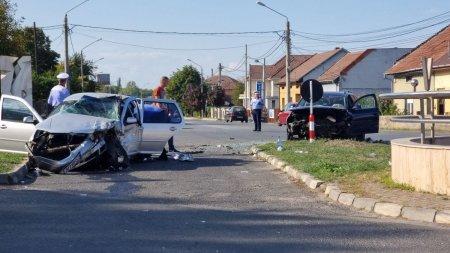Accident cu sapte victime la <span style='background:#EDF514'>CARANSEBES</span>, provocat de doua soferite de 29 de ani