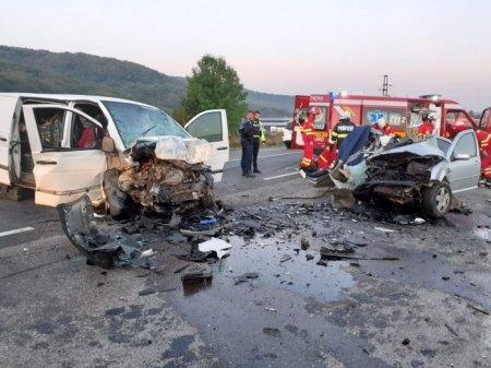 Doi soferi din Cluj au murit pe loc, dupa ce s-au izbit frontal. Printre victime si un tanar de 20 de ani