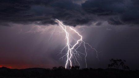 O vreme crunta loveste Romania! ANM anunta fenomene extreme. Care sunt zonele vizate