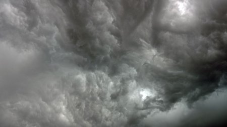 Avertizare meteo ANM de vreme <span style='background:#EDF514'>SEVERA</span>. Meteorologii anunta furtuni si ploi in urmatoarele 48 de ore