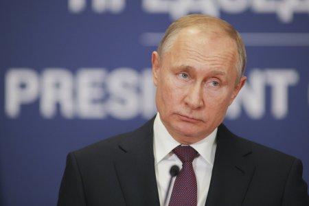 Zeci de persoane din anturajul lui Vladimir Putin au COVID. Liderul de la Kremlin: Nu e vorba de un om sau doi