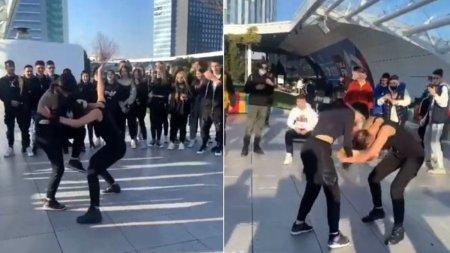Doua fete s-au batut pe terasa unui mall din Bucuresti, incurajate si aplaudate de zeci de prieteni si colegi