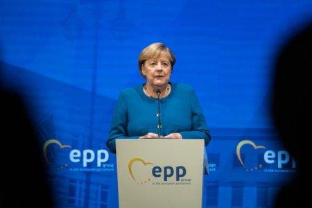 Sfar<span style='background:#EDF514'>SITUL</span> epocii de aur in Germania: Pe masura ce Merkel se pregateste sa paraseasca dupa 16 ani functia de cancelar, majoritatea germanilor considera ca tara isi va lasa astfel in urma perioada de glorie