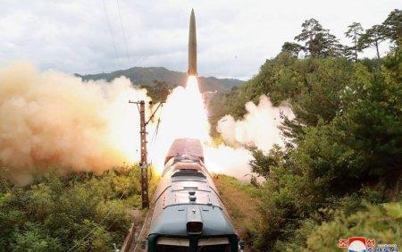 Trenul a<span style='background:#EDF514'>TOMI</span>c al Coreei de Nord. Comunistii au tras cu rachete de pe calea ferata