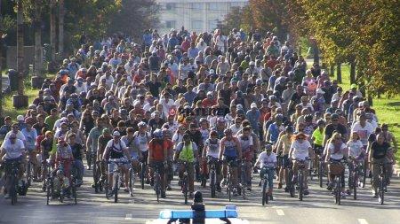 Marsul Biciclistilor: protest pentru benzi dedicate exclusiv transportului public si <span style='background:#EDF514'>TRASE</span>elor pentru biciclete