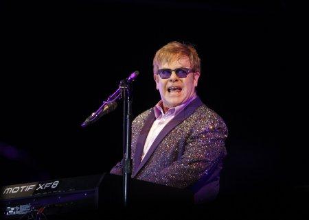 Elton John se confrunta cu probleme serioase de sanatate! <span style='background:#EDF514'>ARTISTUL</span> si-a amanat cu doi ani datele turneului de adio