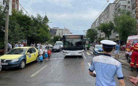 Un sofer de la Transportul Public Iasi, oprit in trafic, dupa ce a pus mai multe afise in parbriz. Ce mesaj afisa