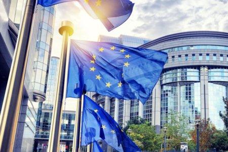 Comisia Europeana cere statelor membre sa imbunatateasca siguranta jurnalistilor: Pandemia a aratat mai clar ca niciodata ca jurnalistii joaca un rol-cheie in informarea noastra