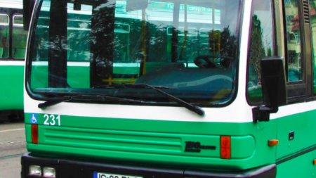 Sofer iesean, oprit sa mai conduca autobuzele de transport public, dupa ce a pus in parbriz afise antivaccin