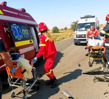 Accident cu patru victime pe un drum national din Giurgiu: O <span style='background:#EDF514'>BATRANA</span> de 92 de ani, descarcerata de pompieri