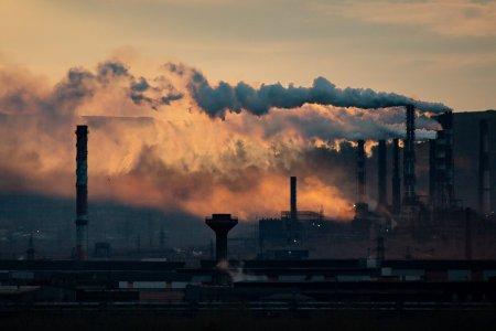 Cum justifica marii furnizori din Romania scumpirea energiei electrice. Problema certificatelor CO2