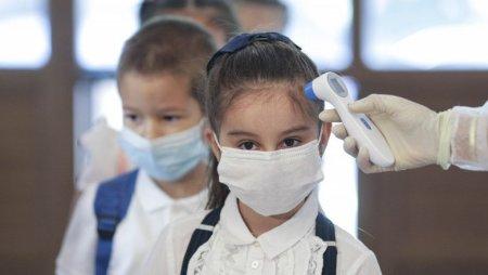 Saisprezece copii si <span style='background:#EDF514'>ADOLESCENTI</span> au Covid-19, in judetul Vrancea. Trei dintre ei sunt internati in spital