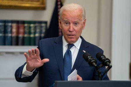 Teorie controversata in SUA. Cine apasa butonul mute, care-i intrerupe <span style='background:#EDF514'>DISCURS</span>urile lui Joe Biden?