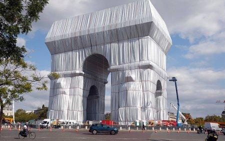 GALERIE FORO. Arcul de Triumf din Paris, invelit cu un material reciclabil. Lucrarea a costat 14 milioane de euro