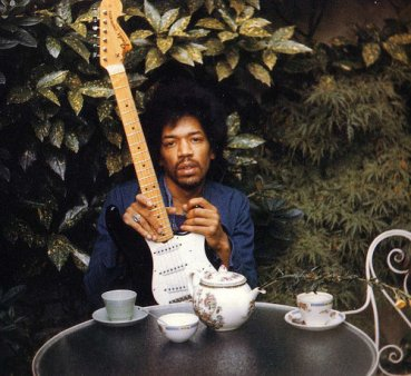 Fara studii de specialitate si bazat pe auzul bun: Cine a fost Jimi Hendrix