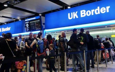 The Guardian: 60% dintre europenii opriti la frontiera in UK sunt romani. MAE a cerut clarificari Londeri