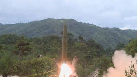 Coreea de Nord si-a lansat rachetele din tren. <span style='background:#EDF514'>IMAGINI</span> cu testul balistic care a determinat Sudul sa lanseze o racheta de pe submarin
