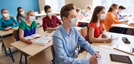Virusolog roman din SUA, despre cum s-au descurcat scolile americane pe timp de pandemie: Purtarea mastii a fost monitorizata extrem de ferm