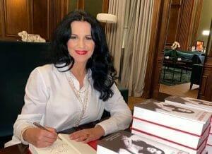Angela Gheorghiu isi lanseaza astazi autobiografia. Isi asteapta admiratorii diseara, la Teatrul Odeon