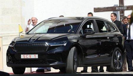Papa Francisc, in trend cu mobilitatea hiper-tehnologica: a vizitat in Slovacia la bordul unui vehicul electric