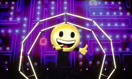 Carla's Dreams, sub masca Emoji-ului la Masked Singer Romania. Macar stim de acum inainte ca are un fund foarte sexy