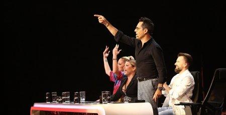 Incepe lupta pentru <span style='background:#EDF514'>TROFEUL</span>  X Factor. Surprize pentru jurati in editia din aceasta seara. Cred ca avem pe scena castigatorul!