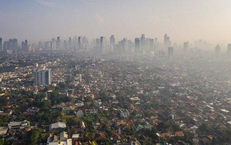Cateva persoane din Jakarta au dat guvernul Indoneziei in judecata pentru poluare si au castigat