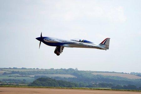 Un avion electric construit de Rolls-Royce a zburat pentru prima data