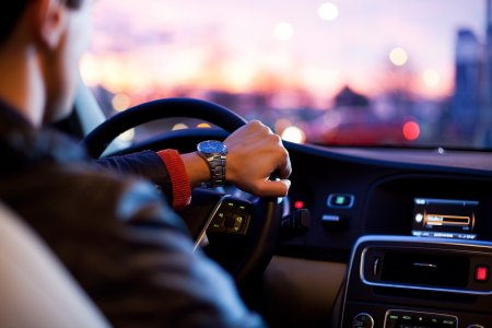 Cum poti recupera permisul suspendat.  Exista o solutie legala sa te intorci la volan mai repede