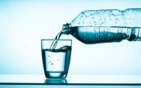 Preturile apei imbuteliate, majorate cu 20%. Scumpirile la energie, ambalaje si combustibili, transferate partial la clienti