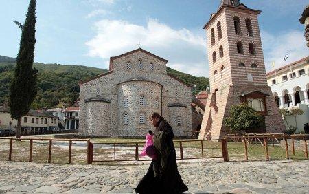 Sc<span style='background:#EDF514'>HITUL</span> romanesc Prodromu, despre cei 1.000 de calugari de pe Muntele Athos infectati cu Covid-19: Manipulare grosolana