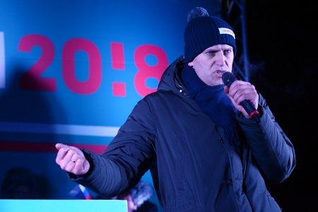 <span style='background:#EDF514'>LOVIT</span>ura pentru Aleksei Navalnii. Google si Apple i-au sters aplicatia