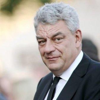 Mihai Tudose a facut furori! Ce masina conduce fostul premier