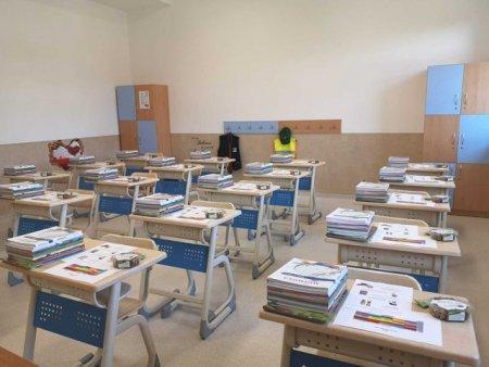 Rontaie smart! Mananca sanatos! -  <span style='background:#EDF514'>PROGRAM</span> in scoala smart din Ciugud. Elevii gasesc nuci pe banci