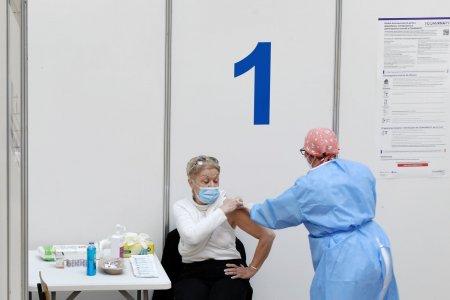 <span style='background:#EDF514'>PESTE</span> 13.000 de persoane au fost vaccinate anti-COVID in ultimele 24 de ore