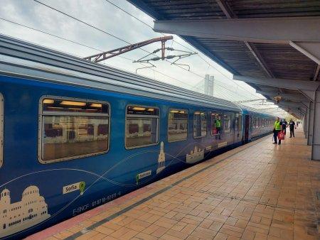 UE ne indeamna sa calatorim cu trenul. E un mijloc sigur si ecologic, spun oficialii. Trenul simbol al Uniunii Europene a ajuns la Bucuresti