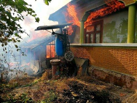 Incendiu violent intr-o comuna din Giurgiu. Șase gospodarii au fost afectate