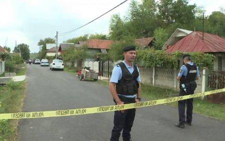 Localnicii unei commune din Gorj, teorizati de un fost puscarias. Barbatul a atacat politistii cu o secure