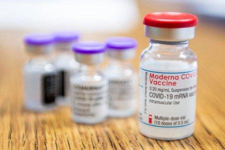 Studiu al Centrul de Prevenire a Bolilor din SUA: Vaccinul de la Moderna, mai eficient decat Pfizer, dupa administrarea rapelului