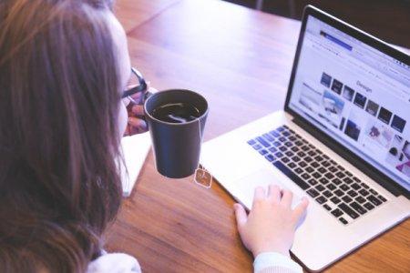 Majoritatea angajatilor nu se asteapta se revina la birou cu norma intreaga. Devine munca de acasa o solutie de viitor?