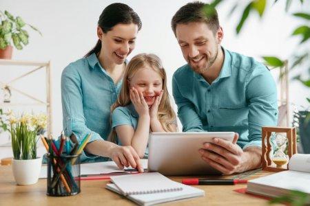 Cum sa-ti ajuti <span style='background:#EDF514'>COPI</span>lul sa invete cu placere si sa aiba succes la scoala