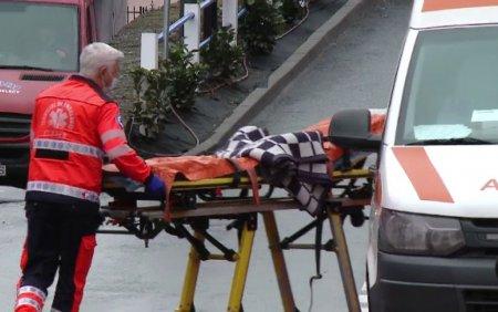 O fetita de un an a fost gasita inecata cu capul intr-o galeata cu apa. A fost transportata de urgenta la spital