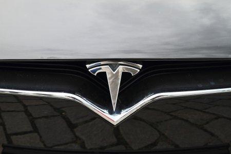 10 mari probleme pentru detinatorii masinii Tesla