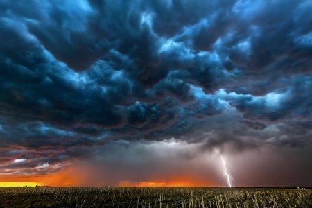 Alerta meteo de la ANM! Cod galben de vijelii in noua ju<span style='background:#EDF514'>DETE</span>