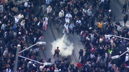 Australia: Ciocniri intre politie si protestatarii anti-lockdown, soldate cu aproape 270 de arestari