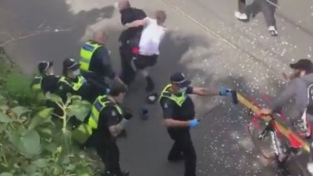 Arestari masive in Australia, dupa ce protestatarii anti-lockdown s-au ciocnit cu <span style='background:#EDF514'>POLITISTII</span>