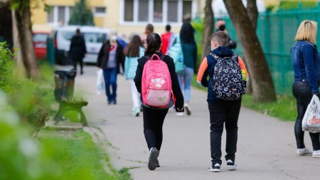 Ma<span style='background:#EDF514'>STIL</span>e, obligatorii in jurul scolilor din Bucuresti. Lista restrictiilor valabile incepand de luni
